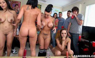 Mulheres lindas e gostosas fazendo suruba