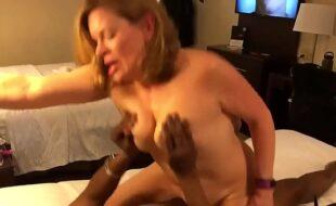 Genro comendo sogra branquela num motel