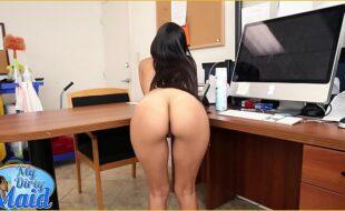 Redtobe empregada novinha fazendo sexo com patrão